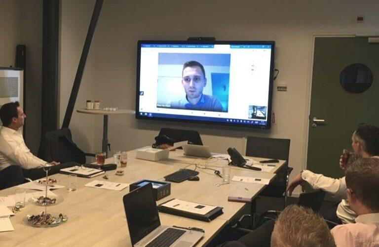 Digi Consult interactief clevertouch scherm tijdens meeting