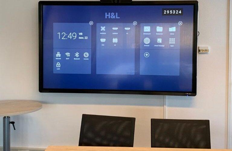 Digi Consult interactief clevertouch ledscherm in vergaderruimte