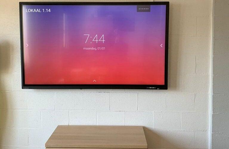 Digi Consult interactief clevertouch scherm in schoolomgeving