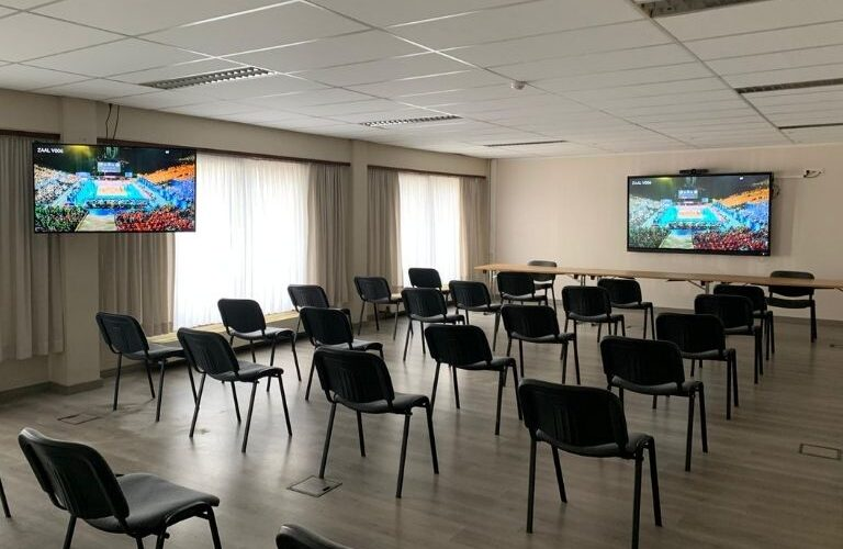 Digi Consult interactieve clevertouch touchscreens in vergaderzaal