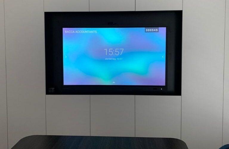 Digi Consult interactief clevertouch scherm in vergaderzaal