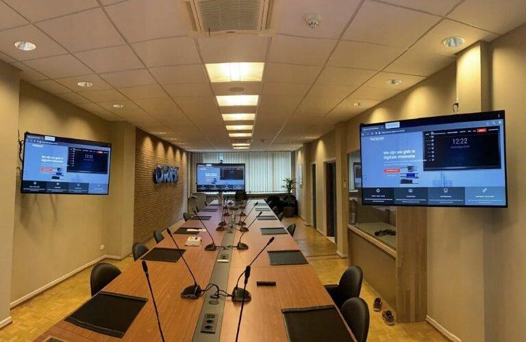 Digi Consult interactieve schermen van clevertouch in vergaderruimte