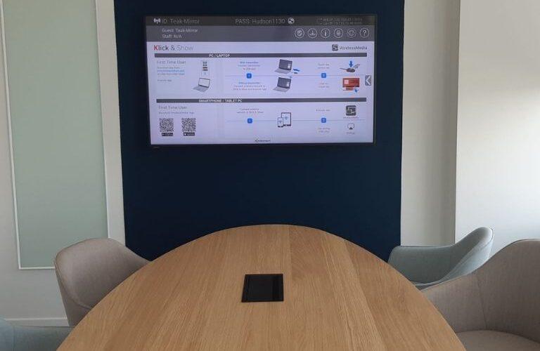 Digi Consult clevertouch touchscreen in vergaderruimte